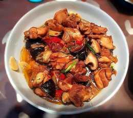 美食:香菇蒸滑雞,啤酒鴨,洋蔥炒牛肉,香菇山藥炒肉片