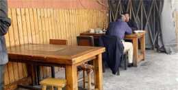 """北京大叔在小衚衕做菜,開發""""黑暗""""昆蟲料理,電視臺爭先採訪"""
