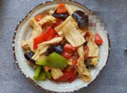 腐竹和什麼炒好吃?大廚教你一招,好吃不油膩,不懂吃可真虧了