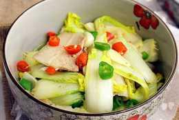 冬季常見的翠白娃娃菜,配上這一樣材料,健康又美味!