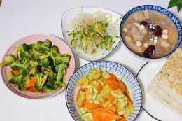 全職媽媽的晚餐,三菜一湯,低脂肪低熱量,網友:這不是減肥餐嗎